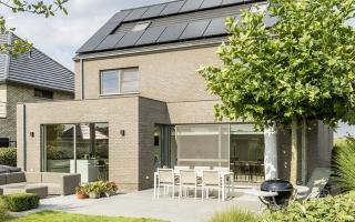 Het schuine dak is ideaal voor de zonnepanelen.