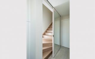 Ingesloten en afsluitbare trap