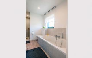 Lichtrijke badkamer