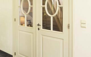 Dubbele binnendeur in interieur van klassieke woning