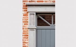 Detail portiek in klassieke woning